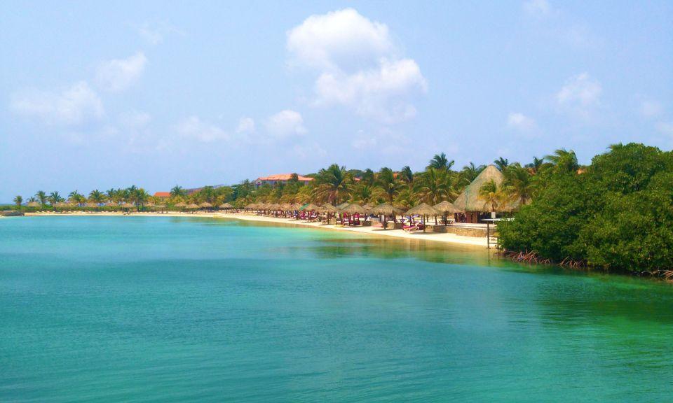 Roatan-BeachScape-2-e1421332913938